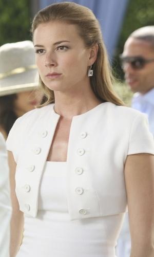 """Nos Hamptons, Emily Thorne (Emily VanCamp) dá continuidade a seu plano de vingança na terceira temporada de """"Revenge"""""""