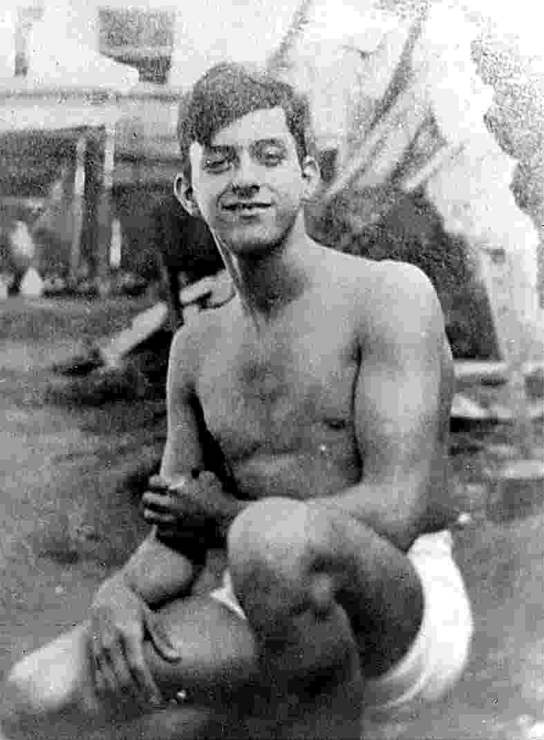 O poeta Vinicius de Moraes na adolescência. Sem local e data especificados - Divulgação