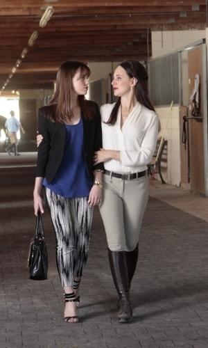 """Victoria Grayson (Madeleine Stowe) e Charlotte Clarke (Christa B. Allen) retornam à terceira temporada de """"Revenge"""""""