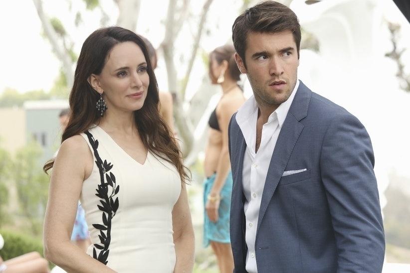 """Victoria Grayson (Madeleine Stowe) e seu filho Daniel (Josh Bowman) continuam entre os alvos da vingança de Emily na terceira temporada de """"Revenge"""""""