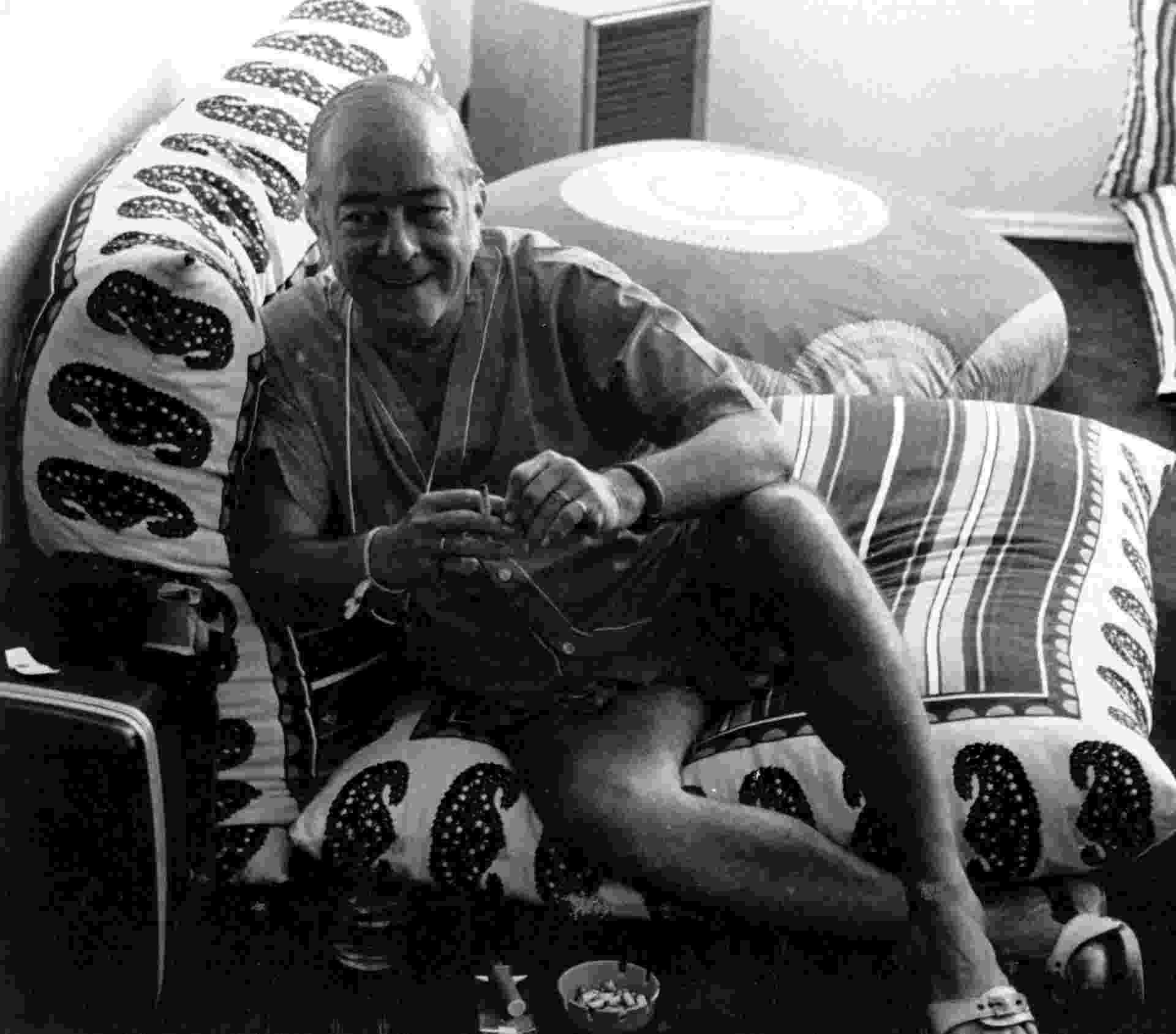 """Vinicius de Moraes em 1975, quando lançou o disco """"O Poeta e o Violão"""", gravado em Milão - Acervo UH/Folhapress"""