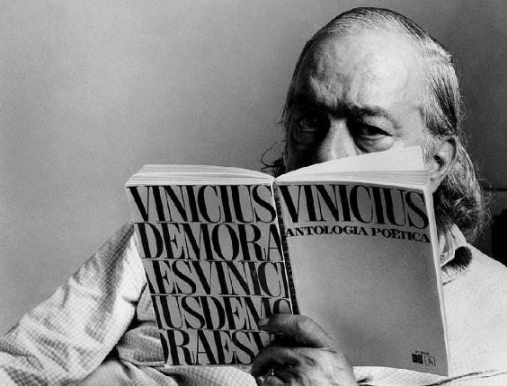 Vinicius de Moraes lê o próprio livro
