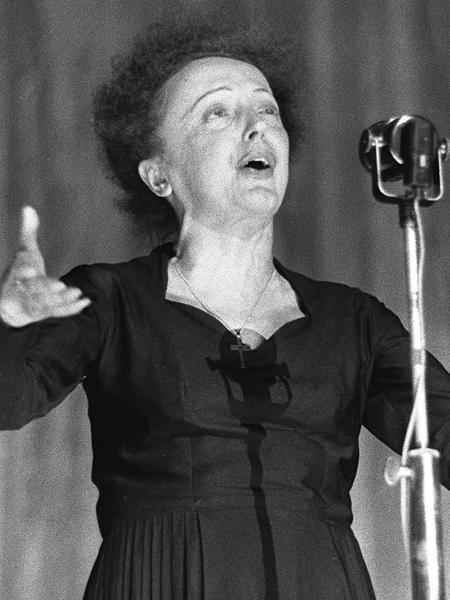 30.dez.1960 - Edith Piaf durante apresentação no Olympia, em Paris - AFP