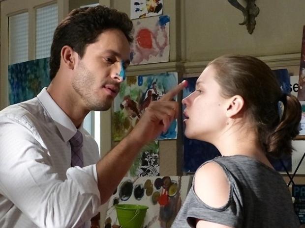 """Em """"Amor à Vida"""", Linda se anima com visita de Rafael"""