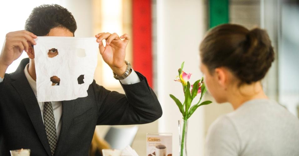 """Em """"Amor à Vida"""", Rafael está encantado com Linda"""