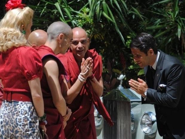 """Em """"Joia Rara"""", Franz revê monges e conhece Sonan, discípulo de Ananda"""