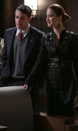 """Em """"Joia Rara"""", Silvia e Viktor chegam à mansão bêbados após jantar"""