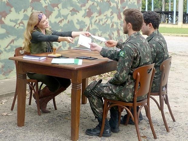 10.ou.2013 - Angélica explica desafio militar do