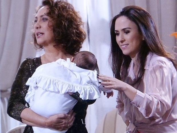 10.out.2013 - Ordália (Eliane Giardini) e Denizard (Fulvio Stefanini) vão visitar a neta até a casa de Ignácio