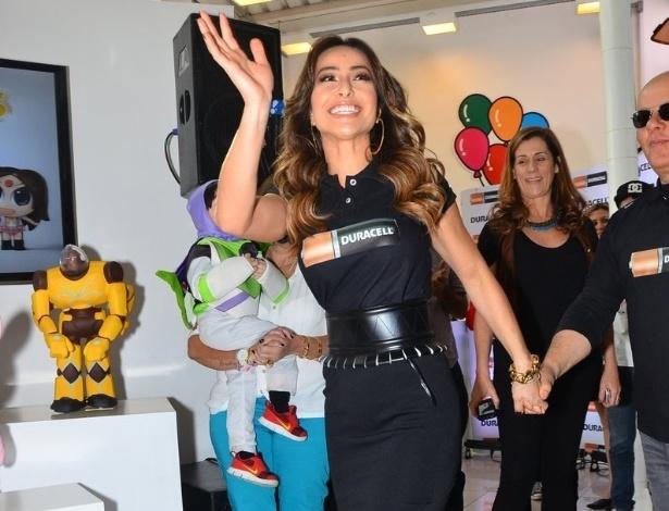 10.out.2013 - Sabrina Sato participa de evento de lançamento de um produto, em São Paulo