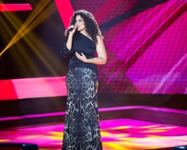 """10.out.2013 - Ana Lonardi cantou """"Explode Coração"""", de Gonzaguinha"""