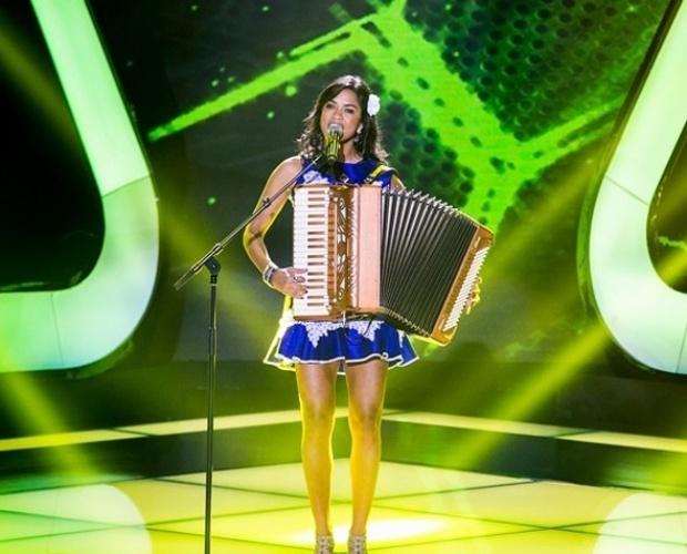 """10.out.2013 - Lucy Alves cantou """"Que nem Jiló"""", de Luiz Gonzaga"""