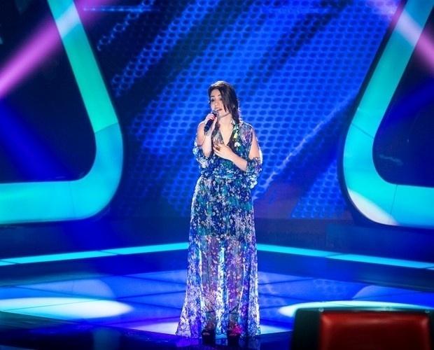 """10.out.2013 - Luiza Lara cantou """"Sobre Todas As Coisas"""", de Chico Buarque"""
