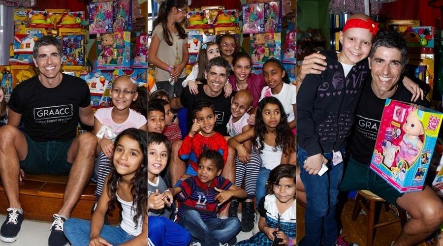 11.out.2013 - Reynaldo Gianecchini visitou o Hospital do GRAACC, localizado no bairro da Vila Mariana, em São Paulo, para comemora o dia das crianças. O ator entregou brinquedos para as crianças que estão em tratamento contra o câncer