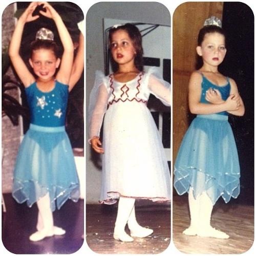 """11.out.2013 - Sheila Mello mostra foto de infância em que aparece dançando. """"Tenho muita gratidão pelos caminhos que o palco me levou... #amoradança Desde sempre"""", escreveu ao postar a imagem"""