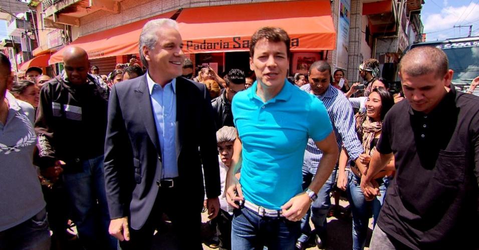 13.out.2013 - Rodrigo Faro levou Roberto Justus para conhecer a comunidade de Paraisópolis, em São Paulo