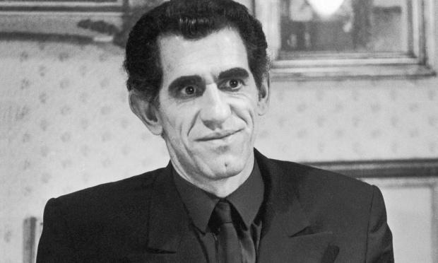 """1975- Em """"Roque Santeiro"""". Ruy Rezende interpretou o misterioso professor Astromar Junqueira, suspeito de ser o lobisomem que assombrava a cidade de Asa Branca nas noites de lua cheia"""