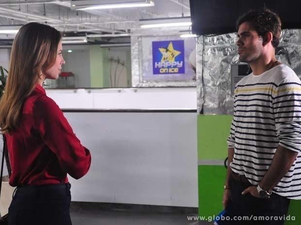 """11.out.2013 - Em """"Amor à Vida"""", Paloma enfrenta Ninho ao descobrir os encontros dele com Paulinha"""