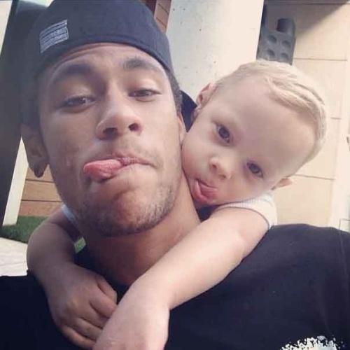 12.ou.2013 - No Dia das Crianças, Neymar posta foto com o filho, Davi Lucca, no Instagram