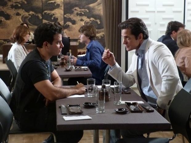 """Em """"Amor à Vida"""", Ignácio pede que Carlito abra mão da filha com Valdirene"""
