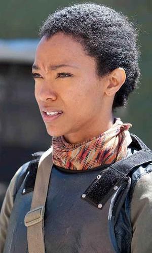 """Sasha (Sonequa Martin-Green)  em cena do primeiro episódio da quarta temporada de """"The Walking Dead"""""""