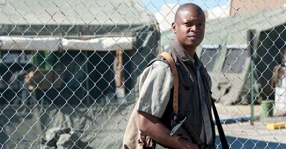 """Bob Stookey (Lawrence Gilliard Jr.) em cena do primeiro episódio da quarta temporada de """"The Walking Dead"""""""