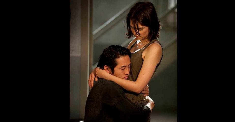 "Glenn Rhee (Steven Yeun) e Maggie Greene (Lauren Cohan) em cena do primeiro episódio da quarta temporada de ""The Walking Dead"""
