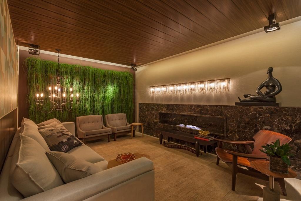 Casa Cor MG - 2013: A proposta da arquiteta Estela Netto ao projetar o Gazebo foi criar um diálogo com a locação da Casa Cor, uma residência projetada por Oscar Niemeyer na década de 1950. Assim, Netto empregou peças consagradas de designers nacionais como Etel Carmona e Sérgio Rodrigues