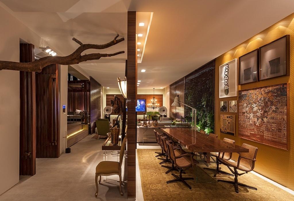 Casa Cor MG - 2013: O arquiteto Luís Fábio Rezende de Araújo assina a Casa do Jardim, um espaço com 140 m², anexo à casa principal. No ambiente, o predomínio da madeira é evidente, além dos tons