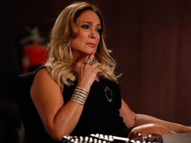 """Em """"Amor à Vida"""", Pilar não cede ao apelo de César e exige metade do hospital"""