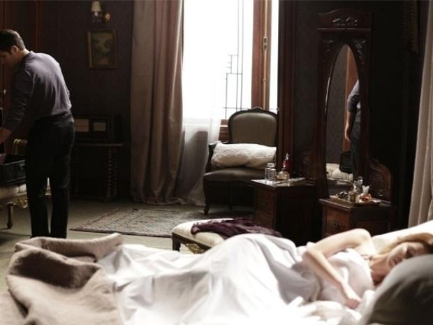 """Em """"Joia Rara"""", Franz deixa a mansão e Sílvia faz teatro: ?Não me abandona, meu amor!?"""