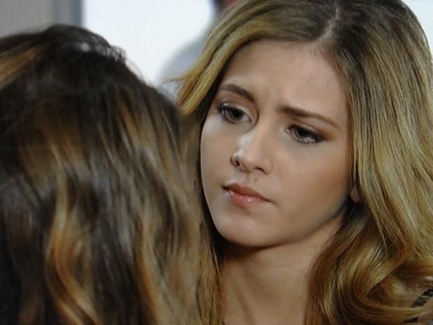 """Em """"Malhação"""", Sofia insinua para Ben que filho de Meg não é dele"""