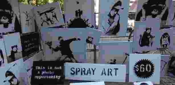 Barraca montada em rua de Nova York com obras de Banksy - BBC