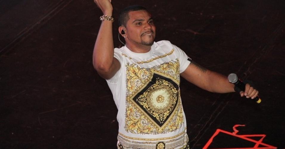 14.out.2013 - Naldo Benny faz show na boate I9 Music em São Gonçalo, Rio de Janeiro