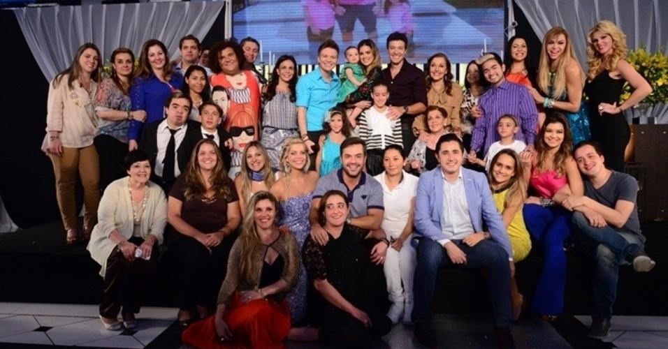 191ea323604e3 20.out.2013 - ARodrigo Faro celebrou os 40 anos durante gravação do programa