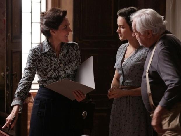 """Em """"Joia Rara"""", assistente social visita Amélia após denúncia de Ernest"""
