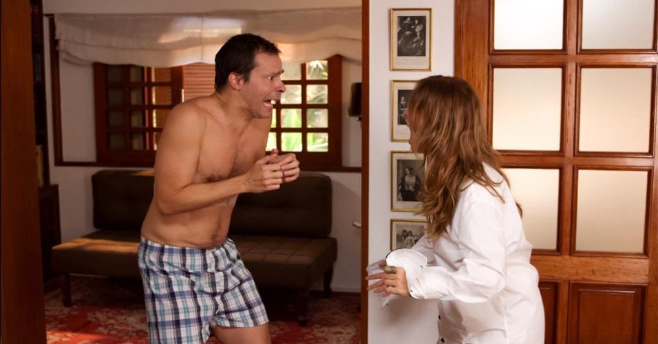 """Em """"Se Eu Fosse Você"""", Heitor (Heitor Martinez) e Clarice (Paloma Duarte) não se gostam, mas são obrigados a conviver na mesma casa após a morte do avô da jovem. Depois de uma noite de bebedeira, eles descobrem que trocaram de corpos e precisam descobrir como resolver o problema"""