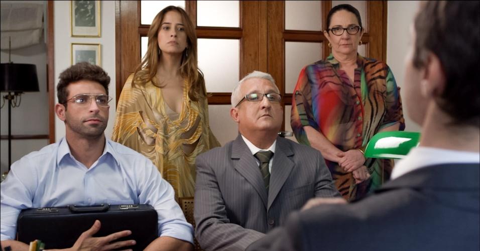 """Na série """"Se Eu Fosse Você"""", Paloma Duarte é Clarice, uma divertida terapeuta holística que herda parte de uma casa deixada por seu falecido avô e é obrigada a dividir o espaço com Heitor (Heitor Martinez), com quem bate de frente"""