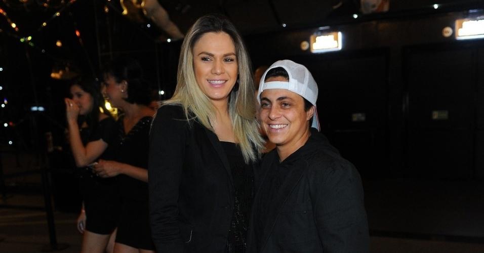 16.out.2013 - Thammy Gretchen com a namorada no evento de comemoração do aniversário de 13 anos da revista Quem em São Paulo