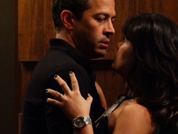 """Em """"Amor à Vida"""", Aline se atira nos braços de Bruno e o elogia"""