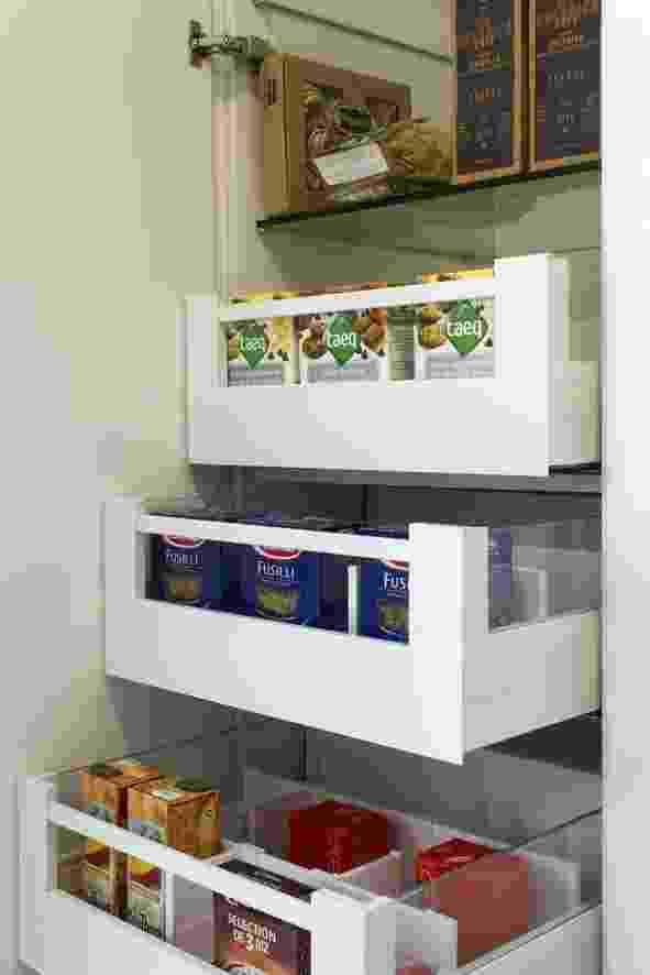 ... e um dos destaques da linha de cozinhas Provance da Favo (11 3791-5333) é a despensa gourmet, que pode ser usada também para armazenamento de louças - Divulgação