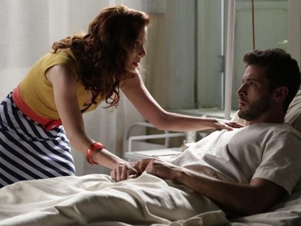 """Em """"Joia Rara"""", Davi descobre que está paraplégico e diz não ter motivo para viver"""