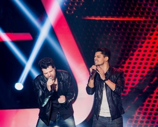 """17.out.2013 - A dupla André e Kadu cantou """"24 Horas de Você"""", composição deles que faz sucesso na voz de Luan Santana"""