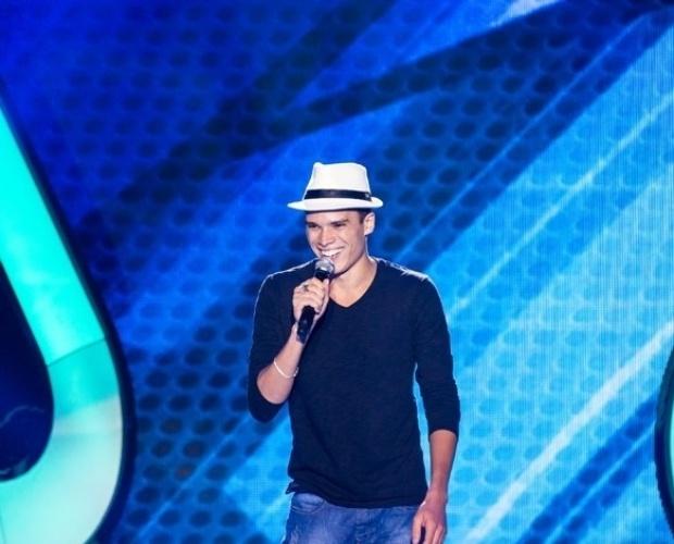 """17.out.2013 - Marco Lessa, 22 anos, cantou """"O Morro Não Tem Vez"""", de Tom Jobim e Vinícius de Moraes"""