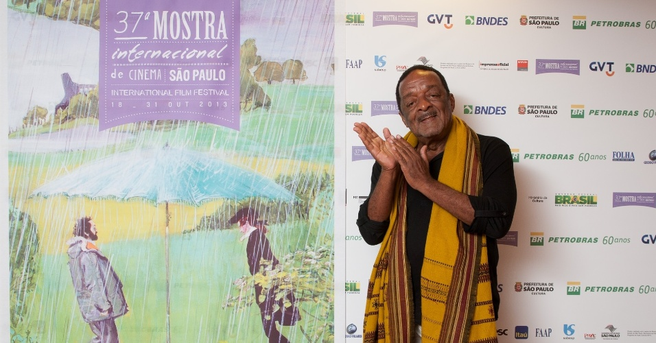 17.out.2013 - O músico Naná Vasconcelos posa para fotos no lounge da Mostra de São Paulo