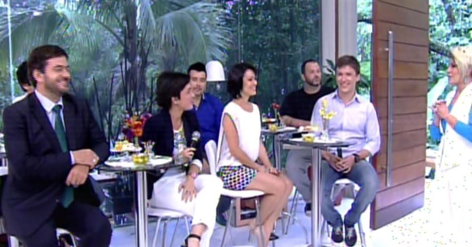 """18.out.2013 - Ana Maria Braga recebe repórteres e colaboradores para comemorar os 14 anos do """"Mais Você"""""""