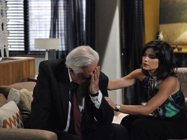 """Em """"Amor à Vida"""", César chora e desabafa para Aline após perder a presidência"""