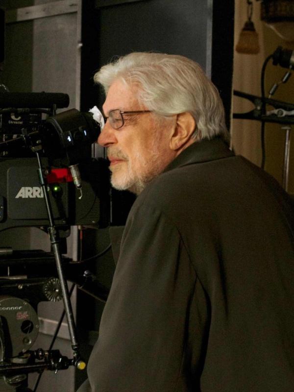 "Ettore Scola durante filmagens de ""Que Estranho Chamar-se Federico - Scola Conta Fellini"""