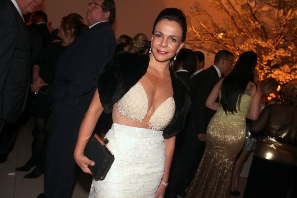 18.out.2013 - Sula Miranda no casamento da filha de Celso Russomanno