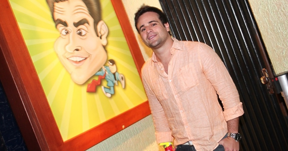 """19.ot.2013 - Rodrigo Scarpa, mais conhecido como o Repórter Vesgo do """"Pânico na Band"""", inaugura o bar Clube do Vesgo, no bairro de Pinheiros, em São Paulo"""